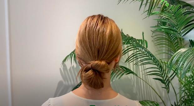 3 kiểu tóc búi thấp gái Hàn diện nguyên hè: Mát lịm mà vẫn cực sang, chưa mất 1 phút đã xong ngay - Ảnh 12.