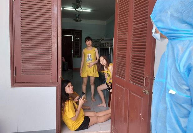 Hàng trăm thai phụ từ Đài Loan về Việt Nam cách ly: Mừng rơi nước mắt - Ảnh 4.