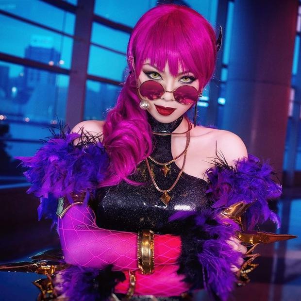 Ngất ngây với vẻ đẹp của nữ cosplayer hóa thân đủ kiểu tướng LMHT, không những ma mị lại còn cực kỳ cool ngầu! - Ảnh 3.