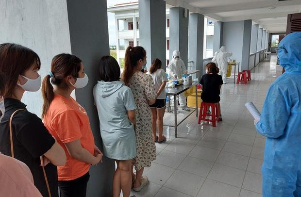 Hàng trăm thai phụ từ Đài Loan về Việt Nam cách ly: Mừng rơi nước mắt - Ảnh 7.