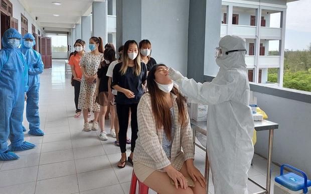Hàng trăm thai phụ từ Đài Loan về Việt Nam cách ly: Mừng rơi nước mắt - Ảnh 8.