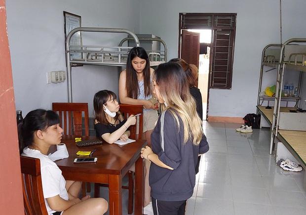 Hàng trăm thai phụ từ Đài Loan về Việt Nam cách ly: Mừng rơi nước mắt - Ảnh 10.