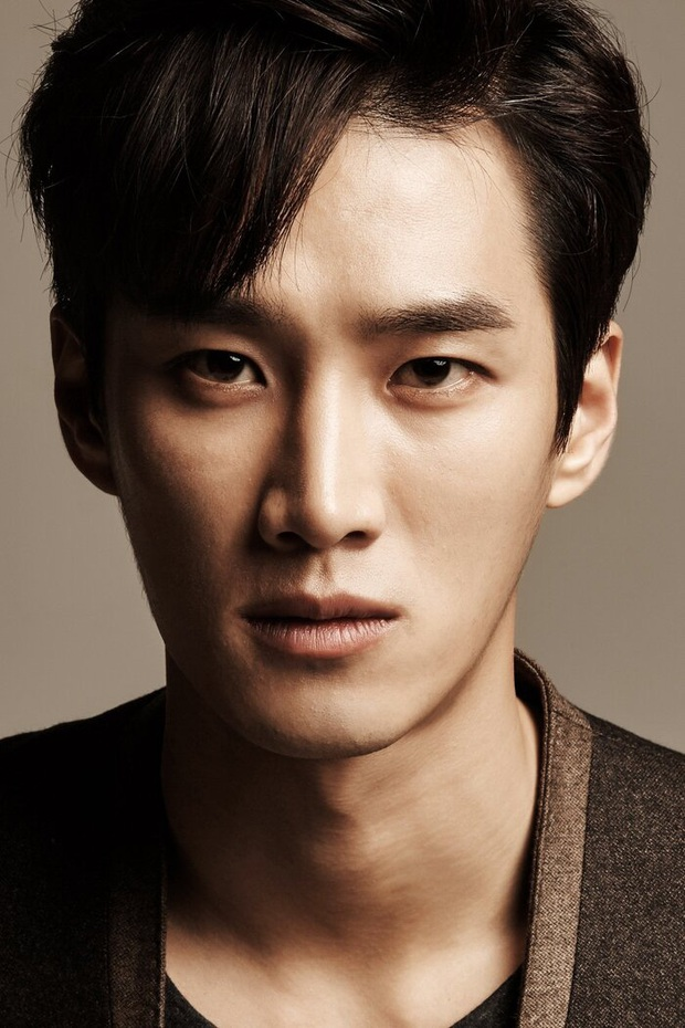 Nổi như cồn sau Hậu Duệ Mặt Trời, Quý tử Jangga Ahn Bo Hyun vẫn phải đi làm ở công trường vì lý do bất ngờ - Ảnh 3.