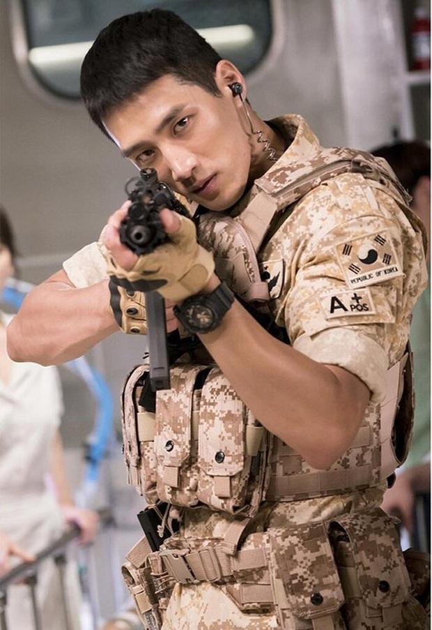 Nổi như cồn sau Hậu Duệ Mặt Trời, Quý tử Jangga Ahn Bo Hyun vẫn phải đi làm ở công trường vì lý do bất ngờ - Ảnh 2.