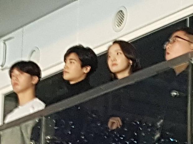 """YoonA (SNSD) """"cưng"""" BTS ra mặt nhưng thân thiết nhất với V, hết đến """"quẩy"""" trong concert còn có cử chỉ thân mật vô cùng ám muội - Ảnh 8."""
