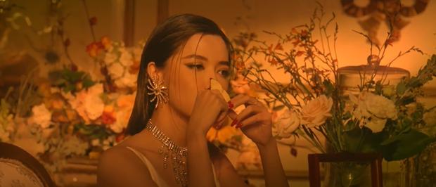 Bích Phương khoe body nóng bỏng bên nam diễn viên người Hàn trong Một Cú Lừa nhiều cảnh nóng, cái kết khiến khán giả thót tim? - Ảnh 16.