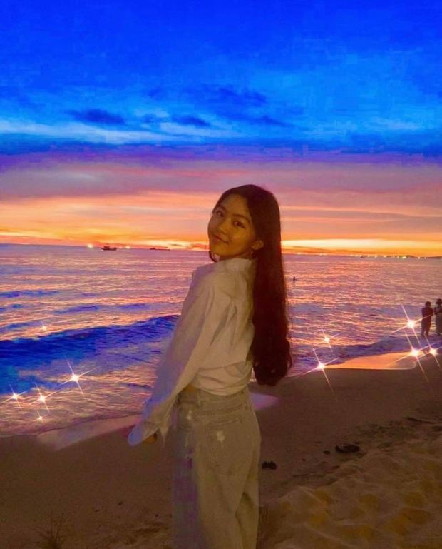 Lọ Lem - con gái MC Quyền Linh đổi style đậm chất minh tinh Hong Kong, nhìn kiểu gì cũng đẹp hút hồn - Ảnh 1.