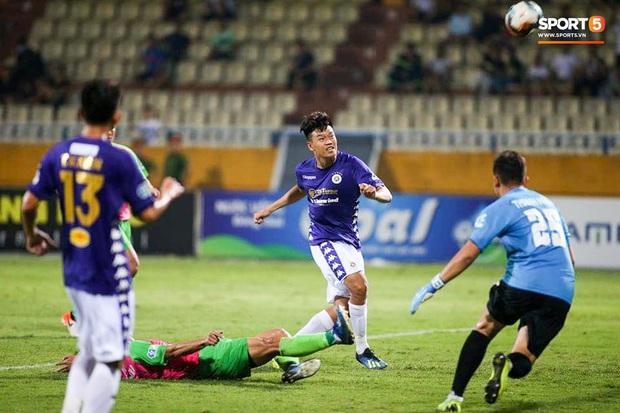HLV Park Hang-seo nhâm nhi cà phê sữa đá, cười khoái chí với pha bỏ lỡ khó tin của tuyển thủ Việt Nam - Ảnh 2.