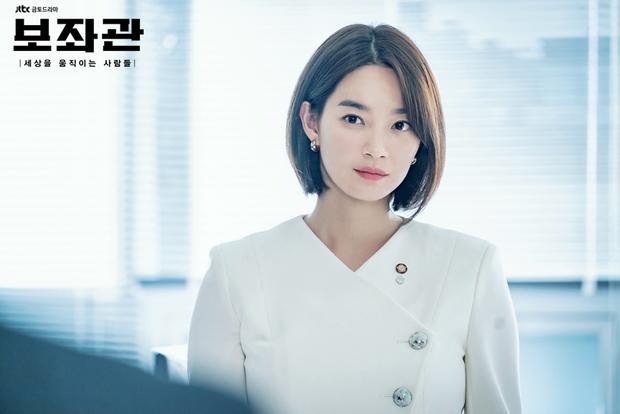 Hè nóng ná thở, muốn xén tóc cho nhẹ đầu thì chị em hãy tham khảo 3 kiểu tóc ngắn được sủng nhất trong phim Hàn - Ảnh 2.