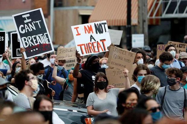 Hàng trăm người bị bắt giữ trong các cuộc biểu tình lan rộng tại nước Mỹ - Ảnh 1.