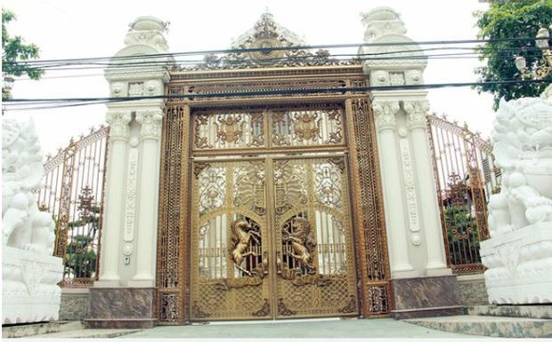 Choáng váng trước tòa lâu đài xây gần 10 năm của triệu phú Nam Định, ngày cưới cô dâu nhận vương miện 100 cây vàng - Ảnh 8.