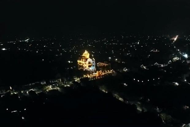 Choáng váng trước tòa lâu đài xây gần 10 năm của triệu phú Nam Định, ngày cưới cô dâu nhận vương miện 100 cây vàng - Ảnh 11.
