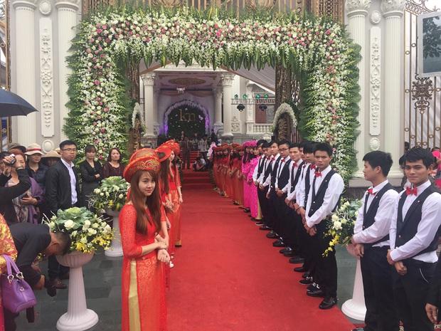 Choáng váng trước tòa lâu đài xây gần 10 năm của triệu phú Nam Định, ngày cưới cô dâu nhận vương miện 100 cây vàng - Ảnh 12.
