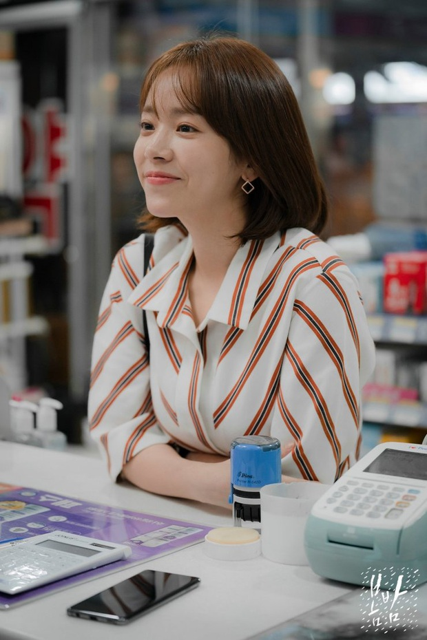 Hè nóng ná thở, muốn xén tóc cho nhẹ đầu thì chị em hãy tham khảo 3 kiểu tóc ngắn được sủng nhất trong phim Hàn - Ảnh 6.