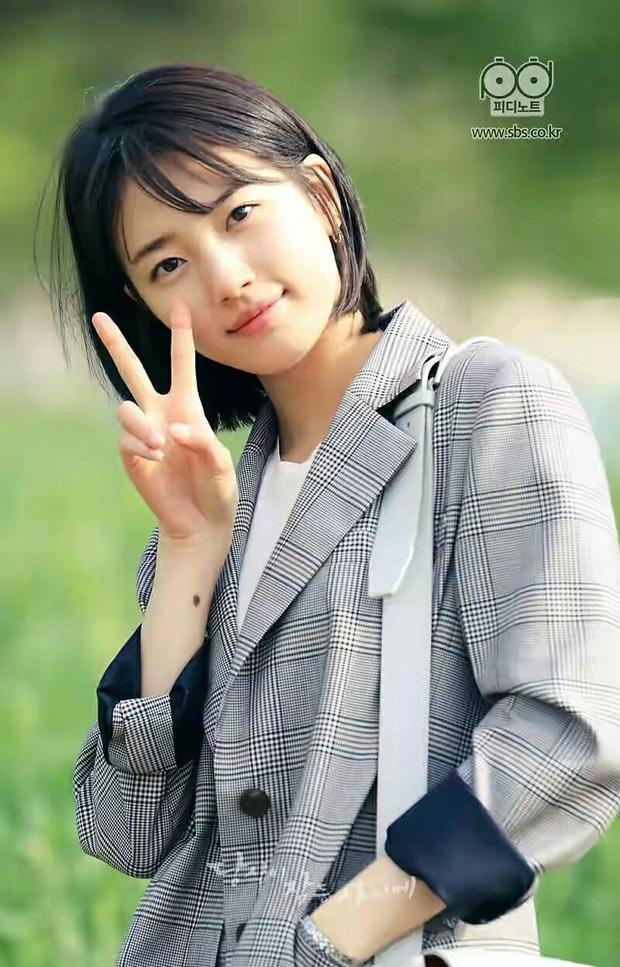 Hè nóng ná thở, muốn xén tóc cho nhẹ đầu thì chị em hãy tham khảo 3 kiểu tóc ngắn được sủng nhất trong phim Hàn - Ảnh 7.