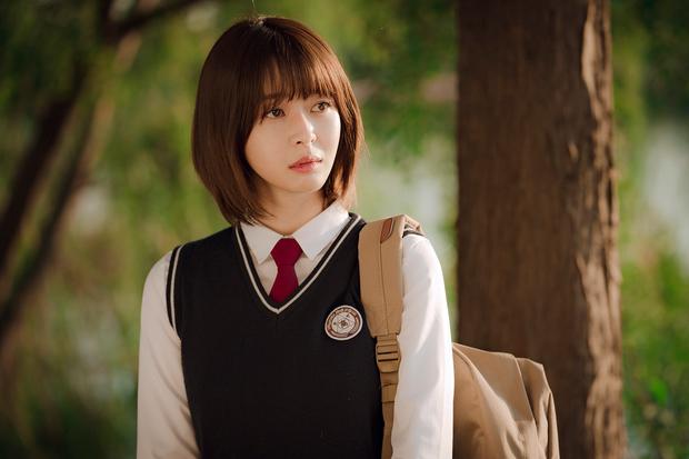 Hè nóng ná thở, muốn xén tóc cho nhẹ đầu thì chị em hãy tham khảo 3 kiểu tóc ngắn được sủng nhất trong phim Hàn - Ảnh 8.