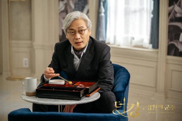 Giải mã 9 tình tiết ở Quân Vương Bất Diệt tập 13: Lee Min Ho xuyên không đường nào, Kim Go Eun vì sao hôn nam phụ? - Ảnh 6.