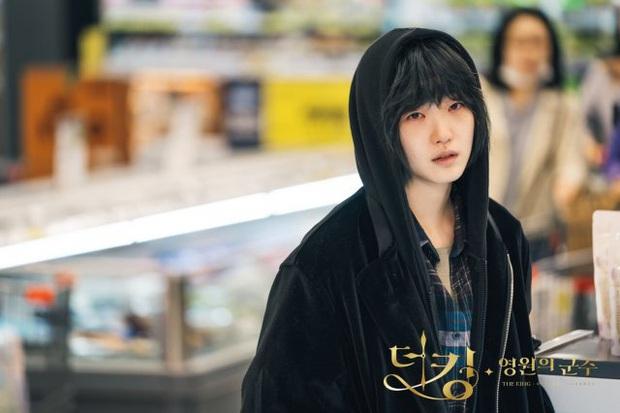 Giải mã 9 tình tiết ở Quân Vương Bất Diệt tập 13: Lee Min Ho xuyên không đường nào, Kim Go Eun vì sao hôn nam phụ? - Ảnh 5.