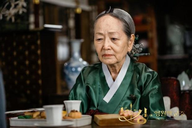 Giải mã 9 tình tiết ở Quân Vương Bất Diệt tập 13: Lee Min Ho xuyên không đường nào, Kim Go Eun vì sao hôn nam phụ? - Ảnh 1.