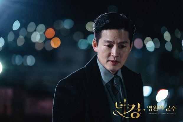 Giải mã 9 tình tiết ở Quân Vương Bất Diệt tập 13: Lee Min Ho xuyên không đường nào, Kim Go Eun vì sao hôn nam phụ? - Ảnh 7.