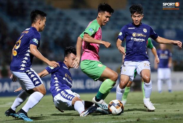 HLV Park Hang-seo nhâm nhi cà phê sữa đá, cười khoái chí với pha bỏ lỡ khó tin của tuyển thủ Việt Nam - Ảnh 8.
