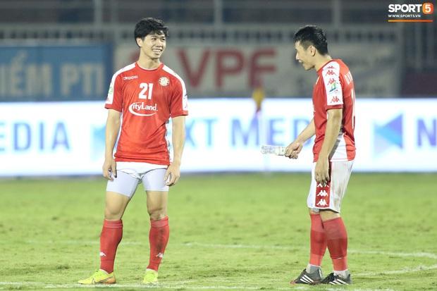 Công Phượng bận hỏi vợ, 28 cầu thủ TP.HCM sẵn sàng gánh team trong ngày V.League trở lại - Ảnh 1.