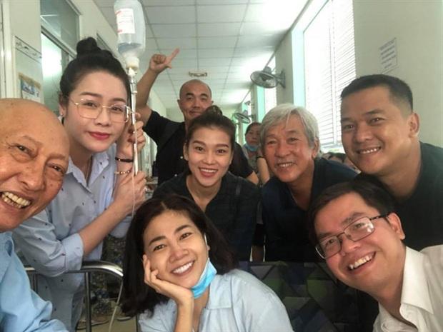 Khoảnh khắc chung của cố diễn viên Mai Phương và nghệ sĩ Lê Bình 5 năm trước được chia sẻ lại: Nhìn nụ cười tươi rói mà xót xa! - Ảnh 5.