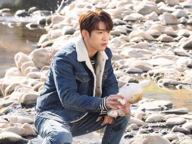 Crush học đường Jinyoung của Khi Tình Yêu Nở Rộ: Từ bản nhí Lee Min Ho nay đã thành nam thần triển vọng được công nhận - Ảnh 22.