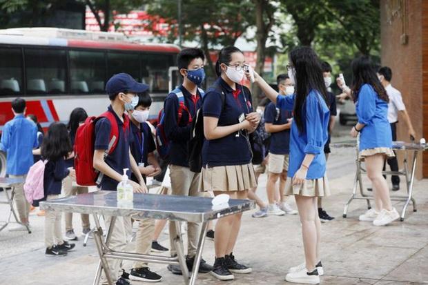 Truyền thông quốc tế rầm rộ đưa tin học sinh, sinh viên Việt Nam trở lại trường sau kỳ nghỉ dài lịch sử - Ảnh 2.