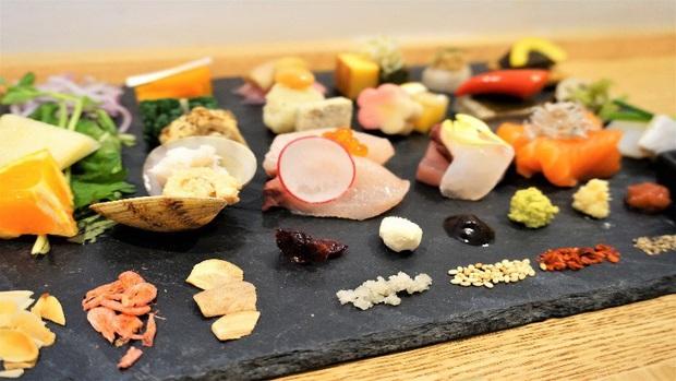 Nhiều đầu bếp ở Nhật Bản hy vọng mọi người thay đổi một một vài thói quen ăn uống trông thú vị nhưng lại không thoải mái như đã tưởng - Ảnh 1.