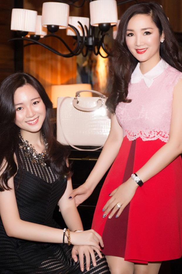 Hiếm hoi lắm thiên kim tiểu thư nhà Hoa hậu Giáng My mới lộ diện, nhan sắc 3 thế hệ vàng khiến dân tình đứng hình - Ảnh 3.