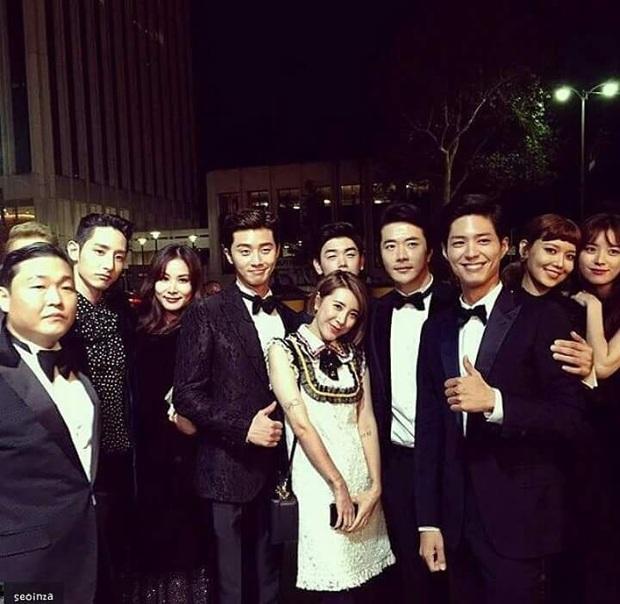 Bức ảnh gây bão MXH: 3 chân dài cực phẩm Park Bo Gum, Park Seo Joon, Lee Soo Hyuk biến sao nam thành nấm lùn lọt thỏm - Ảnh 16.