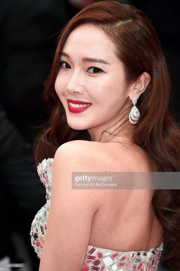 Tội Jessica, cứ đi sự kiện quốc tế là bị bóc sạch nhan sắc thật: Ảnh PTS khác hẳn thực tế, sốc nhất là 2 lần ở Cannes - Ảnh 20.