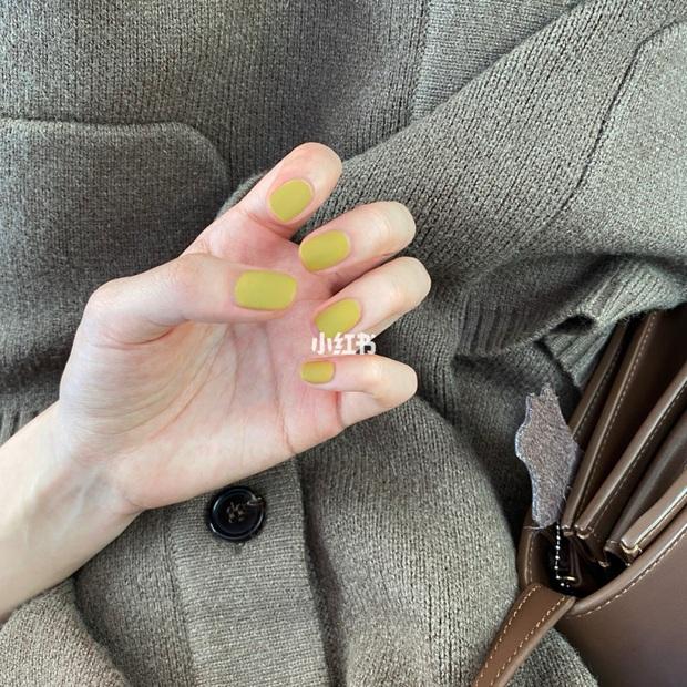 12 màu nail xinh xắn lại tôn da, rất phù hợp để chị em làm đỏm cho đôi tay mùa Hè - Ảnh 2.