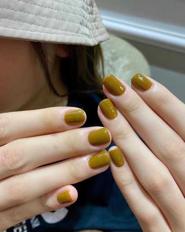12 màu nail xinh xắn lại tôn da, rất phù hợp để chị em làm đỏm cho đôi tay mùa Hè - Ảnh 12.