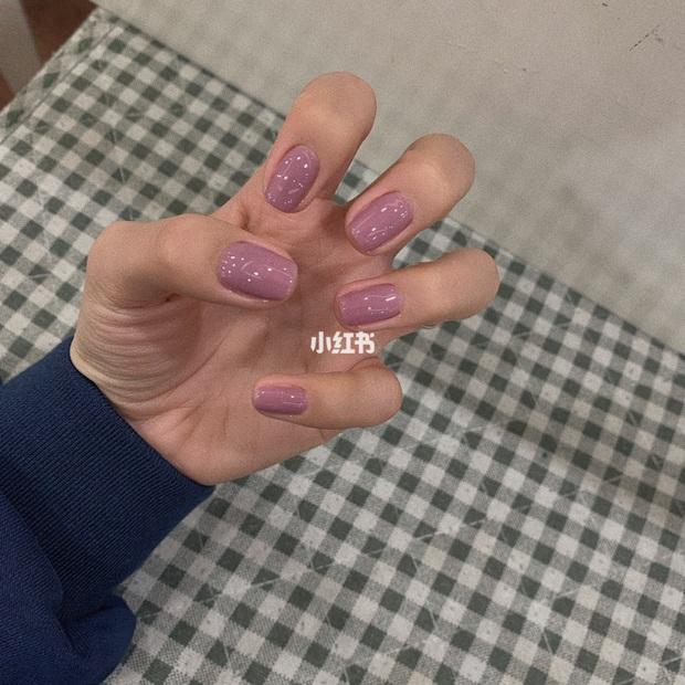 12 màu nail xinh xắn lại tôn da, rất phù hợp để chị em làm đỏm cho đôi tay mùa Hè - Ảnh 4.