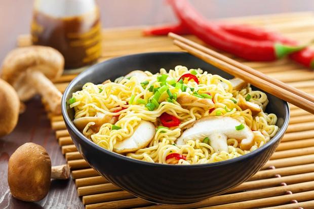 Giá rẻ chưa bằng một bát phở nhưng đây là những mặt hàng Việt quốc dân mà ai ai cũng đã một lần thưởng thức - Ảnh 5.