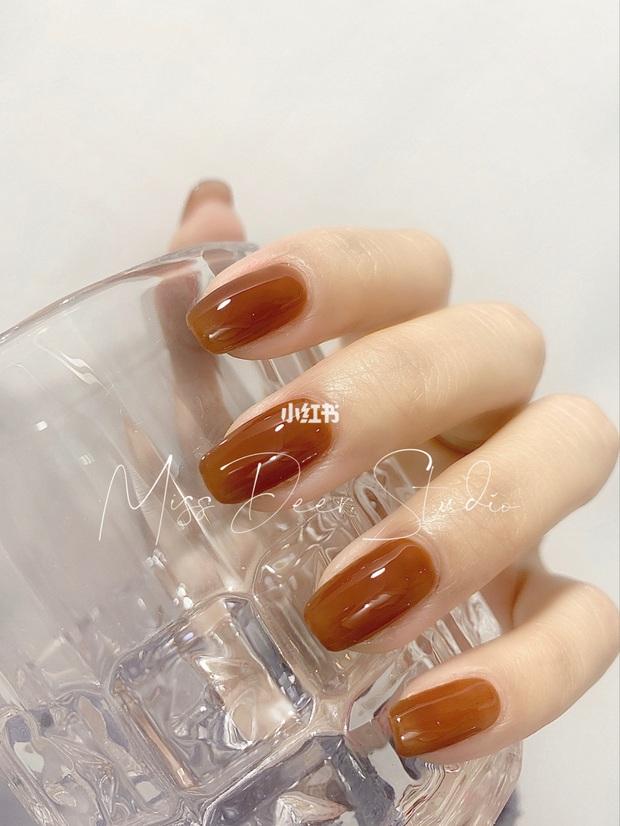 12 màu nail xinh xắn lại tôn da, rất phù hợp để chị em làm đỏm cho đôi tay mùa Hè - Ảnh 6.
