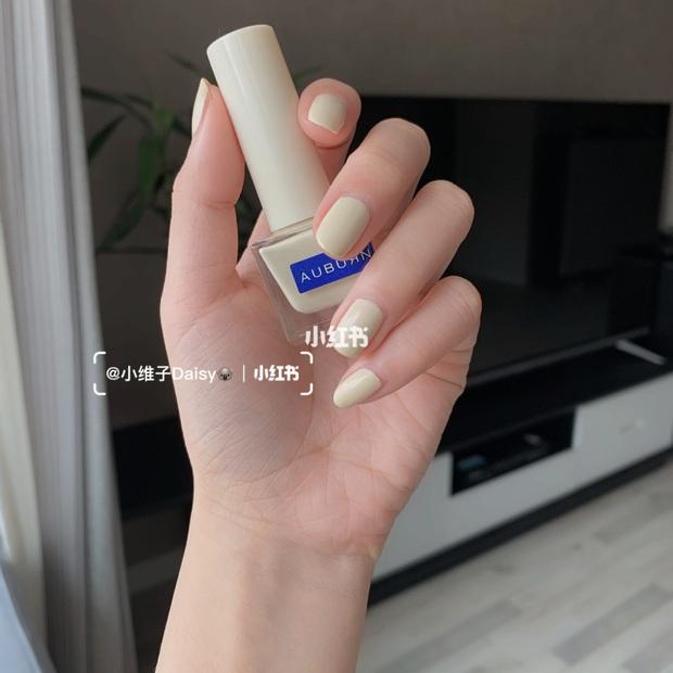 12 màu nail xinh xắn lại tôn da, rất phù hợp để chị em làm đỏm cho đôi tay mùa Hè - Ảnh 7.