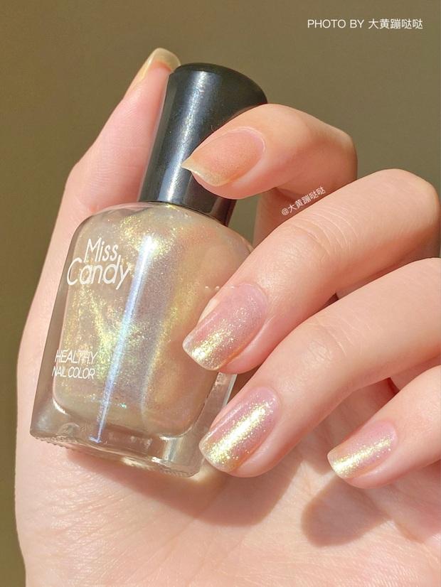 12 màu nail xinh xắn lại tôn da, rất phù hợp để chị em làm đỏm cho đôi tay mùa Hè - Ảnh 10.
