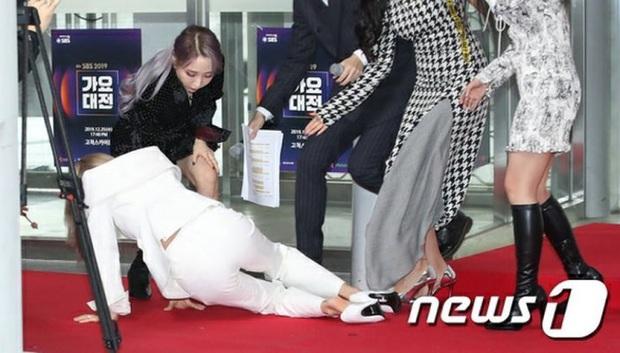 Chấn động biến mới về vụ tai nạn kinh hoàng của Wendy ở SBS Gayo Daejun 2019, fan phẫn nộ tố SM vô trách nhiệm, SBS nói dối - Ảnh 7.