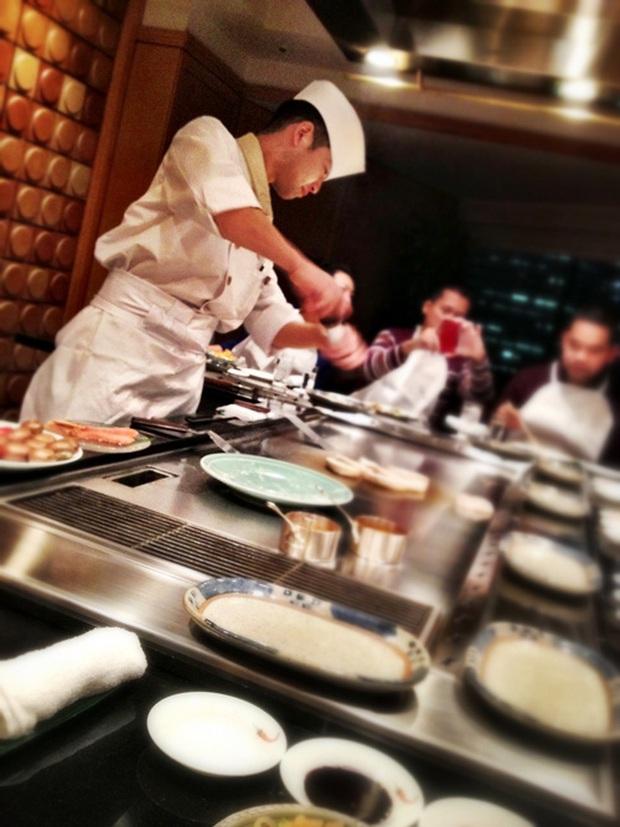 Nhiều đầu bếp ở Nhật Bản hy vọng mọi người thay đổi một một vài thói quen ăn uống trông thú vị nhưng lại không thoải mái như đã tưởng - Ảnh 2.
