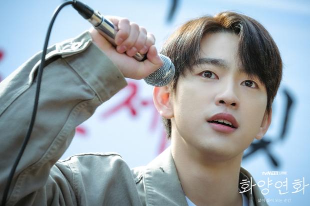 Crush học đường Jinyoung của Khi Tình Yêu Nở Rộ: Từ bản nhí Lee Min Ho nay đã thành nam thần triển vọng được công nhận - Ảnh 4.