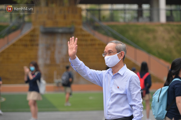 Truyền thông quốc tế rầm rộ đưa tin học sinh, sinh viên Việt Nam trở lại trường sau kỳ nghỉ dài lịch sử - Ảnh 4.
