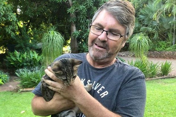Người đàn ông vật nhau với con trăn khổng lồ để bảo vệ mèo cưng của mình - Ảnh 2.