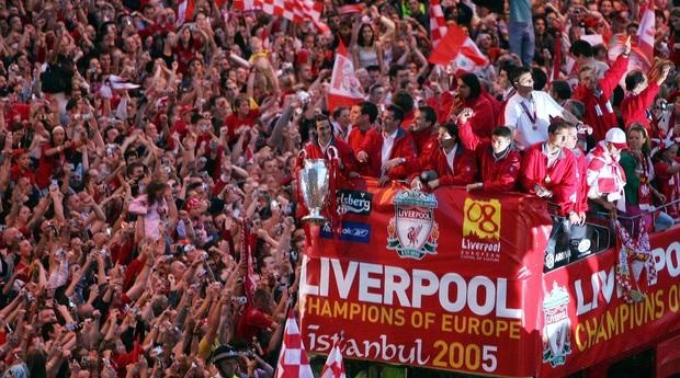 Thánh đen đủi sau đêm Istanbul diệu kỳ của Liverpool: Mất huy chương vô địch Champions League, lỡ cuộc diễu hành xe bus, cuối cùng lưu lạc đến Thái Lan và xuống hạng vì mùa giải bị hủy - Ảnh 2.