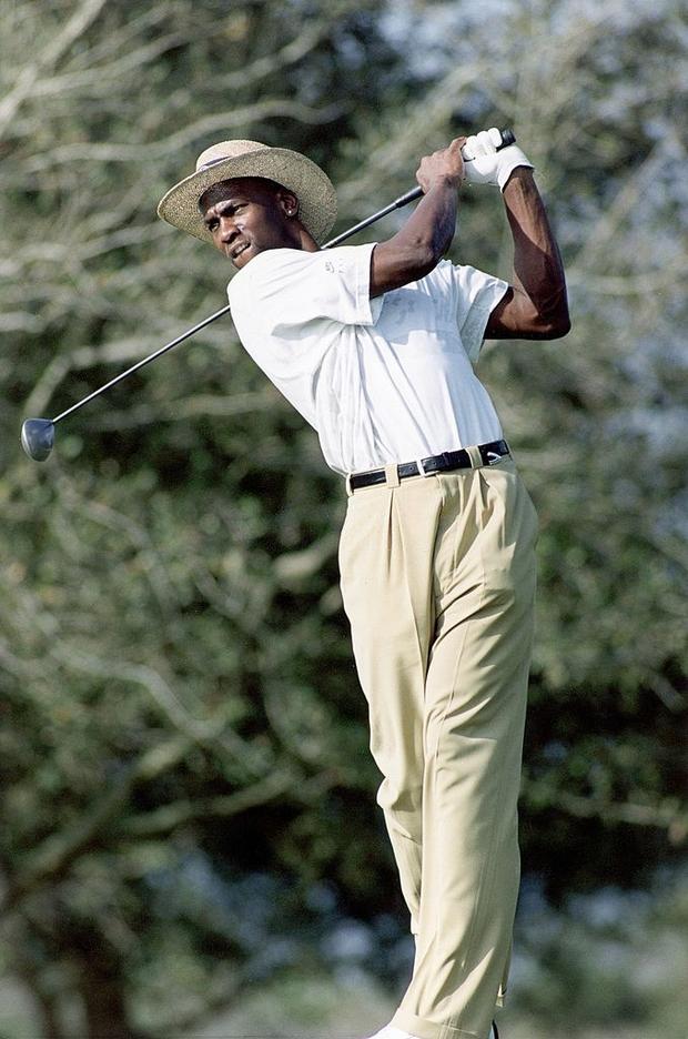 Huyền thoại Michael Jordan và những câu chuyện điên rồ liên quan tới cờ bạc: Từng thua 5 triệu đô trong một đêm, cược 100.000 USD vào trò oẳn tù tì - Ảnh 3.