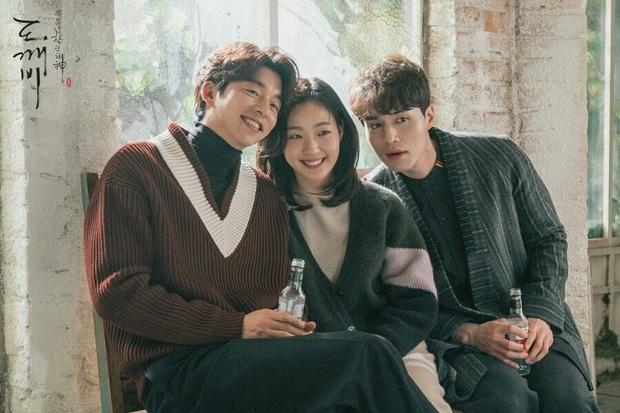 Cặp tài tử Goblin Gong Yoo và Lee Dong Wook tặng nàng thơ Quân vương bất diệt quà đặc biệt, nhìn banner mà quỳ luôn! - Ảnh 8.