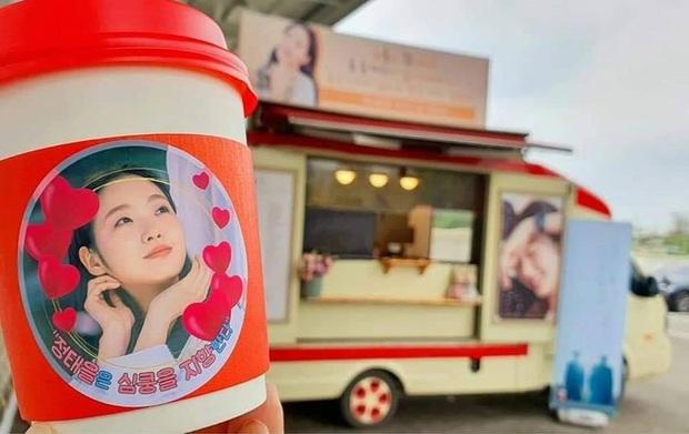 3 lần Yêu Tinh Gong Yoo và Thần Chết Lee Dong Wook mượn xe cà phê để khoe ân ái, khi nào comeout đây hai anh? - Ảnh 5.