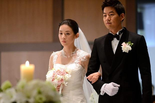Lee Bo Young: Mỹ nhân nói không với vai bánh bèo, chồng con đề huề vẫn đẳng cấp cả tài lẫn sắc - Ảnh 7.